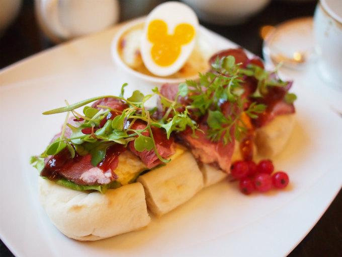 ローストビーフとエッグサラダのナンサンドウィッチ 単品価格1,570円