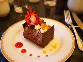 こちらはチョコレートケーキ