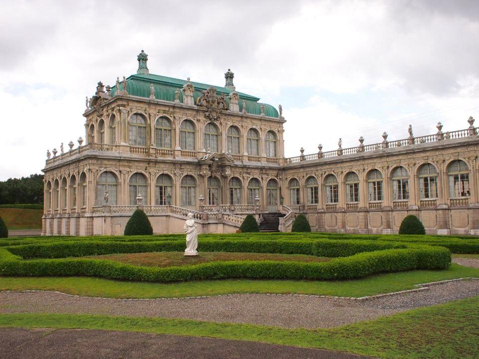 1979年にマイセン市と有田市が姉妹都市となったことからツヴィンガー宮殿のレプリカが有田市で作られることになったそうです。