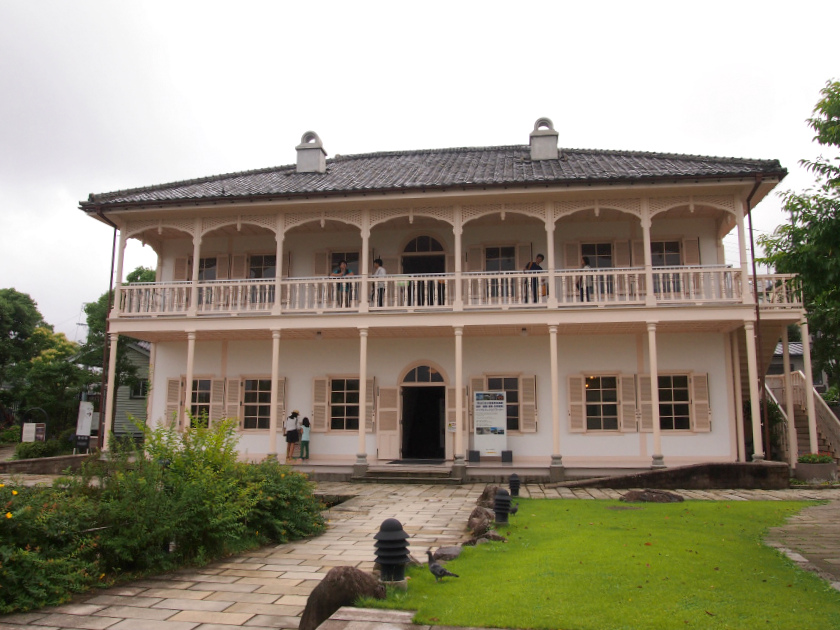 こちらは旧三菱第2ドッグハウス。船員たちが泊るための施設として使われていました。