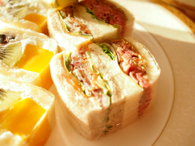 スモークサーモンサンドウィッチとローストビーフサンドウィッチ。どちらも美味しすぎです!!!
