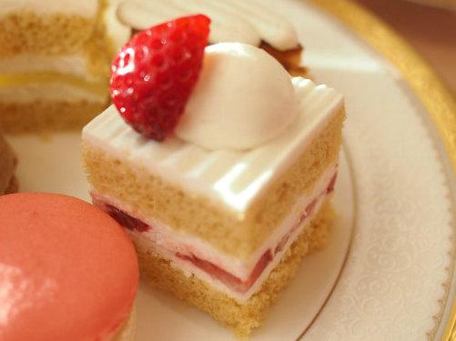 スーパーあまおうショートケーキ。生クリームやスポンジの甘さが控えめなので、あまおうを堪能できます。