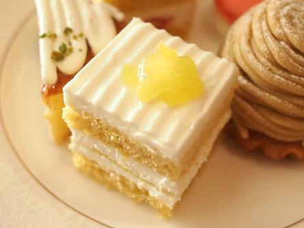 スーパーメロンショートケーキ。ミニサイズでもジューシーで美味しいです。