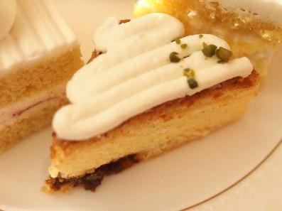 東京スーパーチーズケーキ。ジャージー牛乳とラムレーズンを使った新作のチーズケーキもミニサイズで登場です!