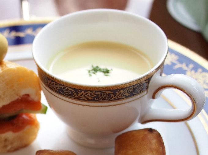 冬なのに冷製のスープだったけど、味は美味しかったです。