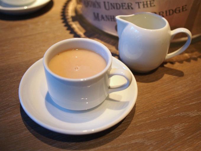 こちらはバニラ。ミルクティーにすると美味しかったです。ミルクはテーブルにポーションタイプのものが置いてありましたが、普通の牛乳をリクエストしたら用意してくれました。