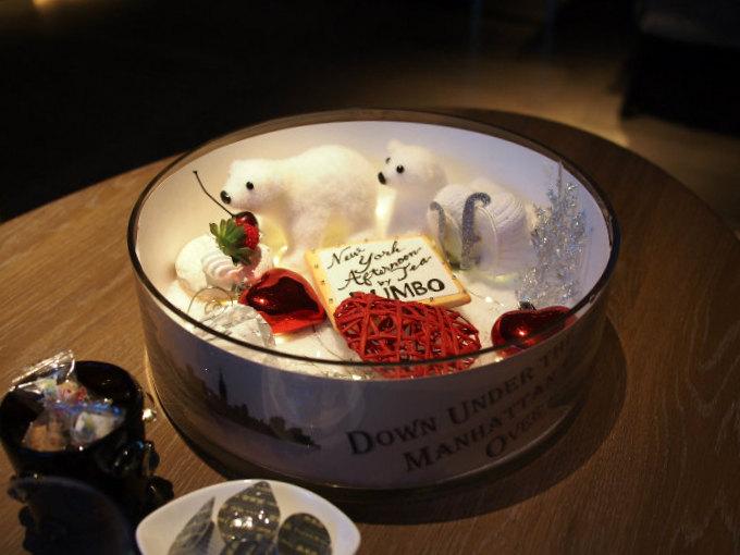 バー&グリル ダンボのギルトフリーアフタヌーンティーはこちらの可愛いデコレーションの上にティーフードが乗せられます。