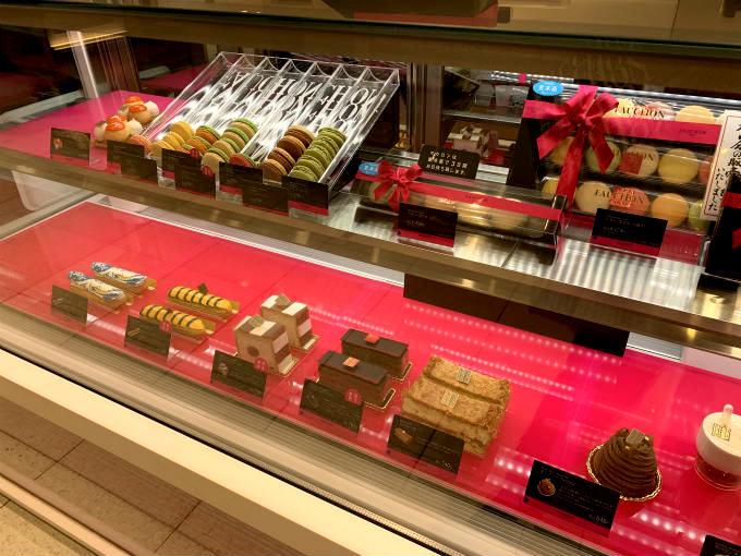 こちらは日本橋高島屋のフォションのケーキのショーケース。 夕方に訪問したのでケーキが少なくなっています。