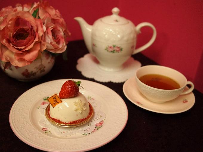 フレデリック・カッセルの冬季限定のケーキ「プラニフォリア」と紅茶