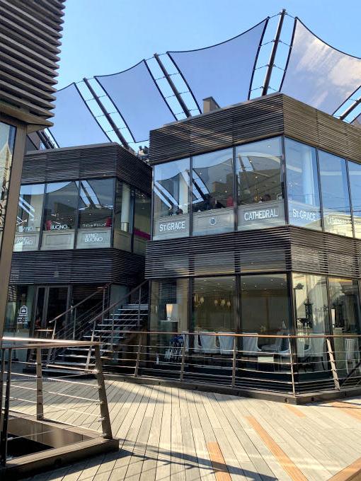 BUONO(ヴィーノボーノ)は複合商業施設ポルトフィーノの2Fにあります。