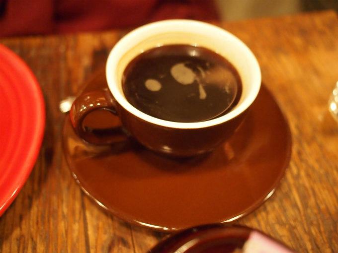 お友達はコーヒーにしてました。アップルパイとコーヒーの専門店ですものね。。。