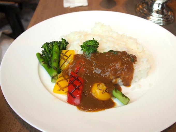 こちらはグリル野菜カレー。