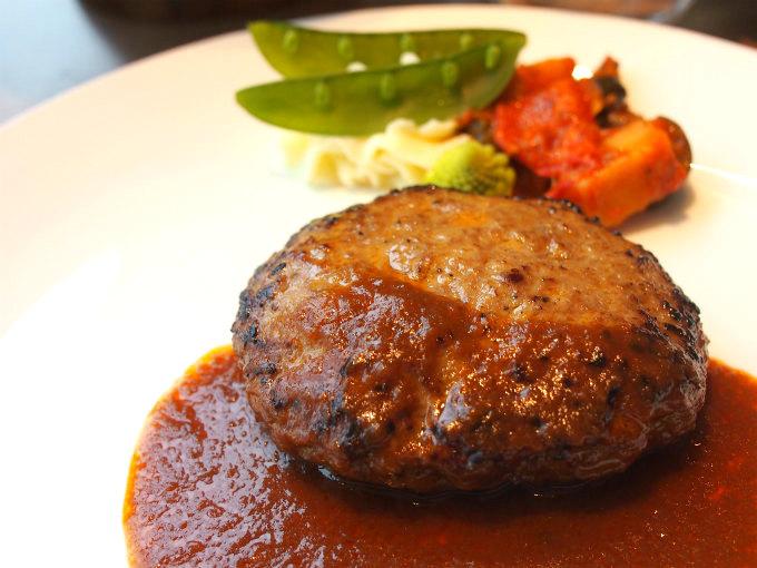 こちらは常陸牛入ハンバーグステーキ。