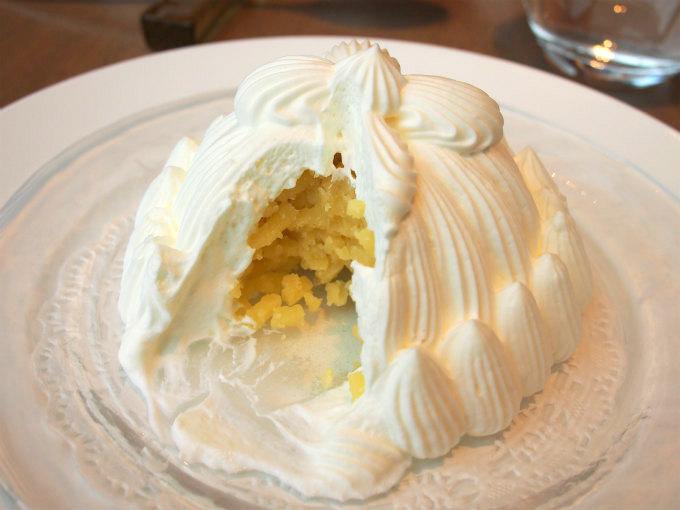 生クリームの中には5~6個分の裏ごしした栗の甘露煮が入っています。