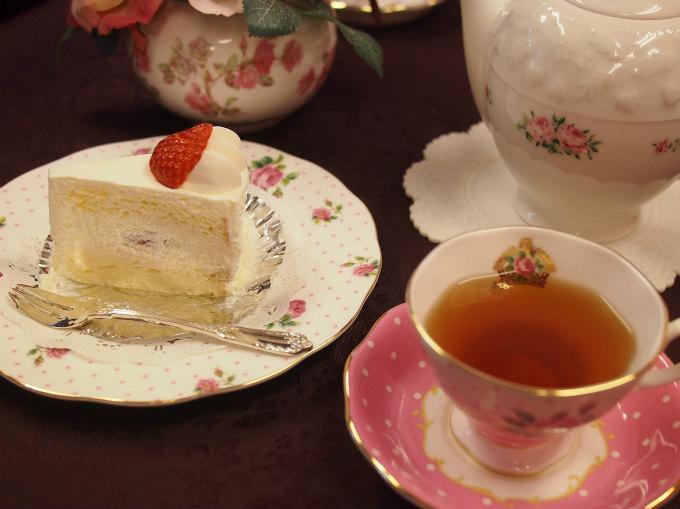 TAKAGIYAのストロベリーシフォンと紅茶