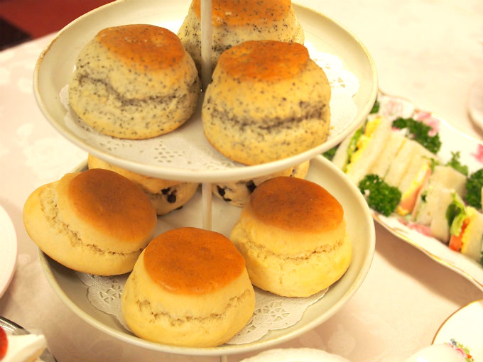 afternoontea scone manners04