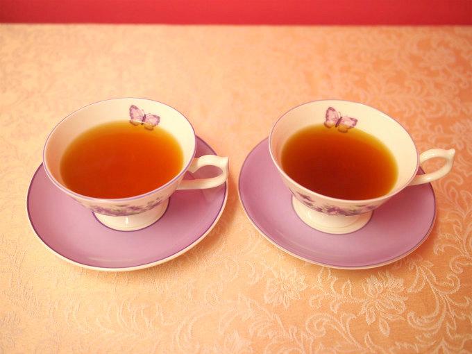 左はファーストフラッシュのアッサム、右がセカンドフラッシュのアッサム。どちらも茶葉の量と抽出時間は同じ条件で入れました。