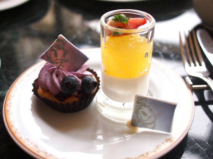 シトラスゼリーとレ・リボのパンナ・コッタはドナルドダックをイメージしたスイーツ。苺はドナルドダックの蝶ネクタイを表現しているそうです。