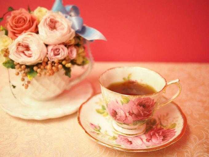 ティーカップに入ったキャンディ紅茶