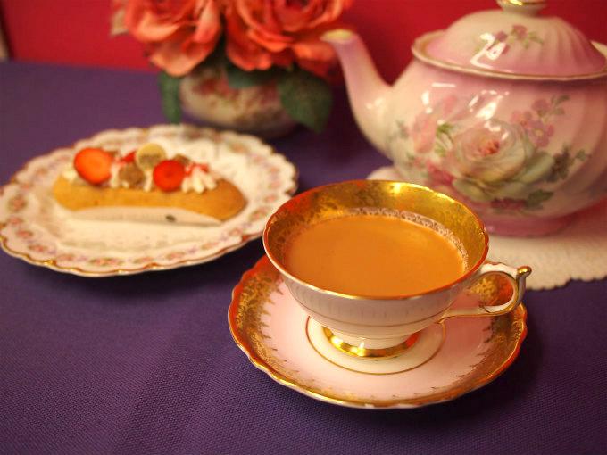 ティーカップはパラゴンのアンティーク、プレートはリモージュのヴィンテージです。