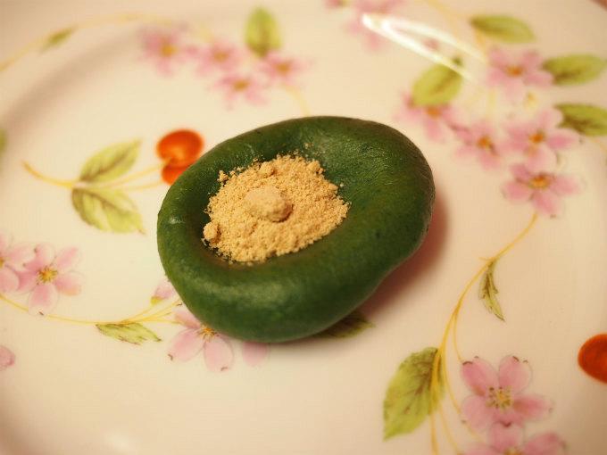 こちらは「あんなし」きな粉と白みつをかけて食べます。