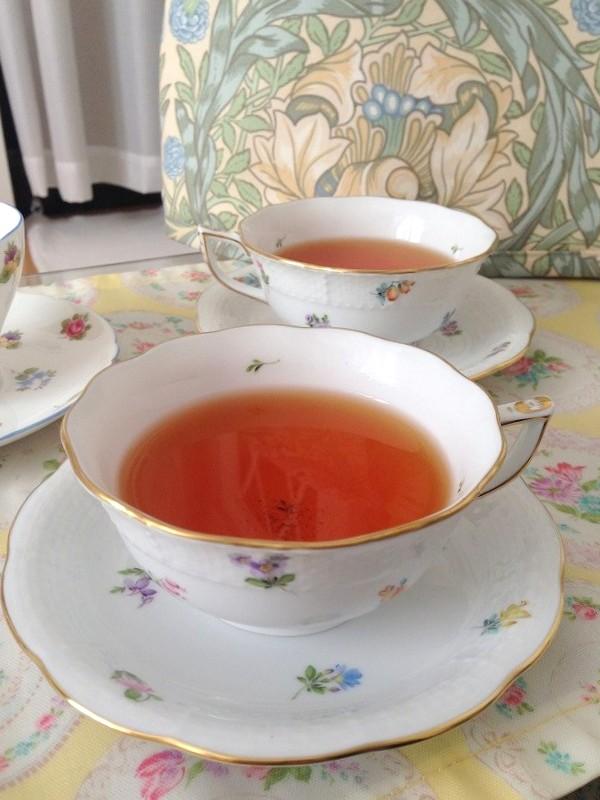 ニルギリが美味しく飲めるカップはこちらのヘレンドのオジエレリーフの紅茶用カップ(ロウタイプ)です。