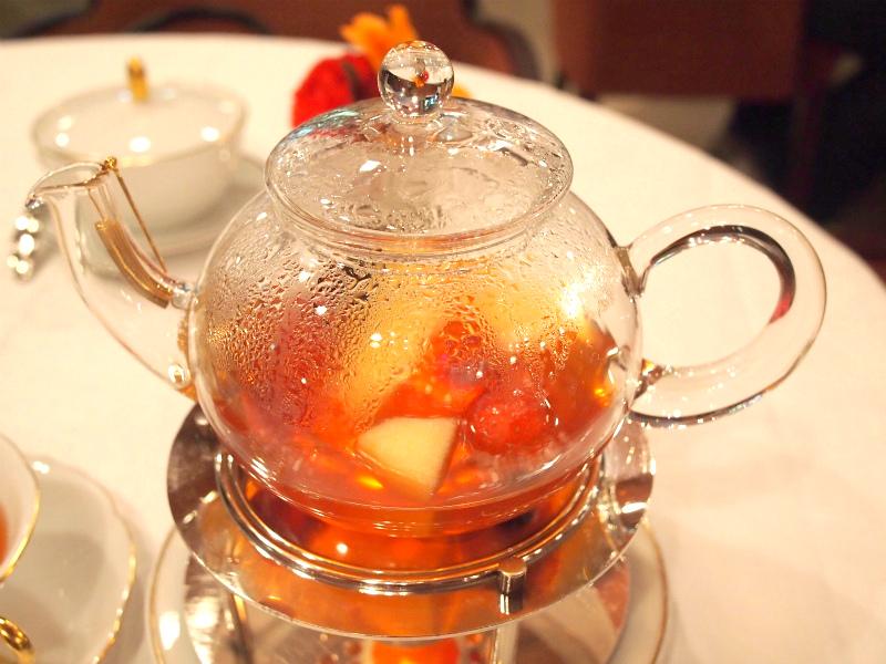 こちらは資生堂パーラーで飲んだフルーツティー。使用している茶葉は、もちろんニルギリです。