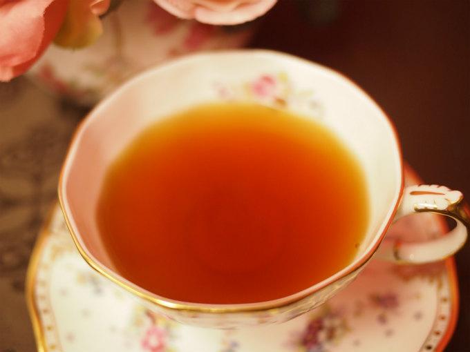 ウバの紅茶の色は赤味が強いオレンジ色