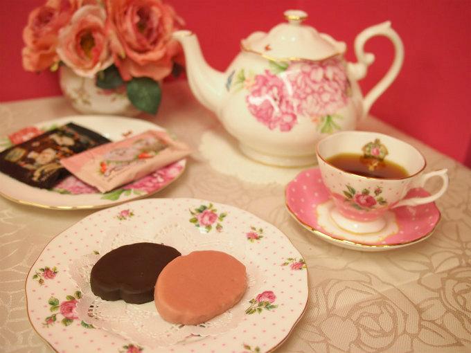 ハートブレッドアンティーク「ハリスとヨリスのチョコかけすぎちゃたラスク」と紅茶