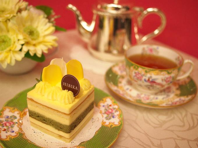 HIBIKA(ひびか)のケーキ「菜の花」と紅茶