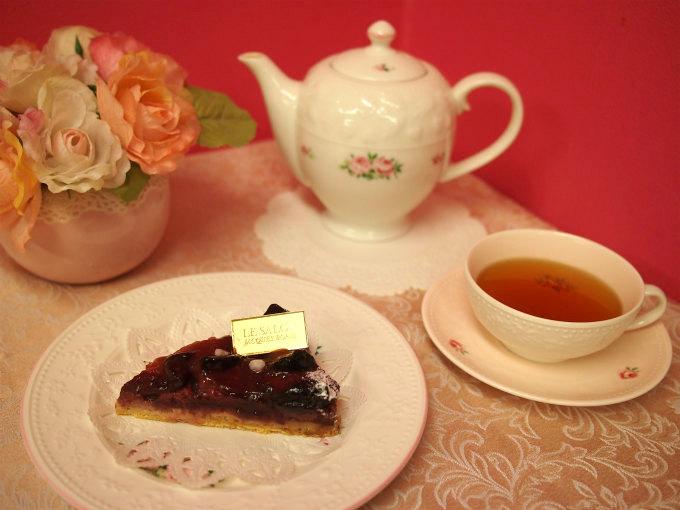 ジャックボリーの「タルト オ ペーシュ ドゥ ヴィーニュ」と紅茶
