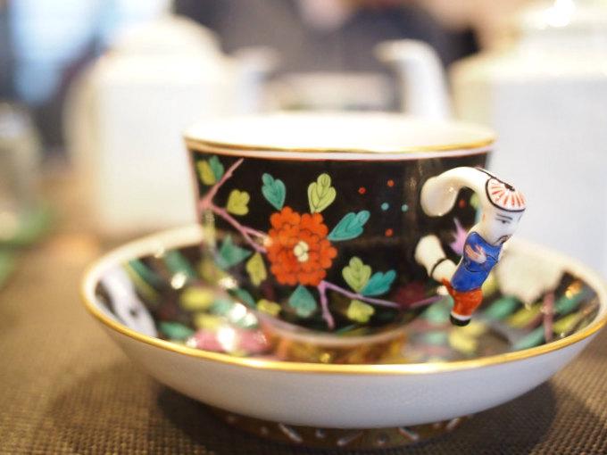 こちらは「シノワズリ マカオ」。1杯1000円ほどの紅茶なのに、十数万円もする高級カップを使わせてもらえるなんて、すごすぎます!!!