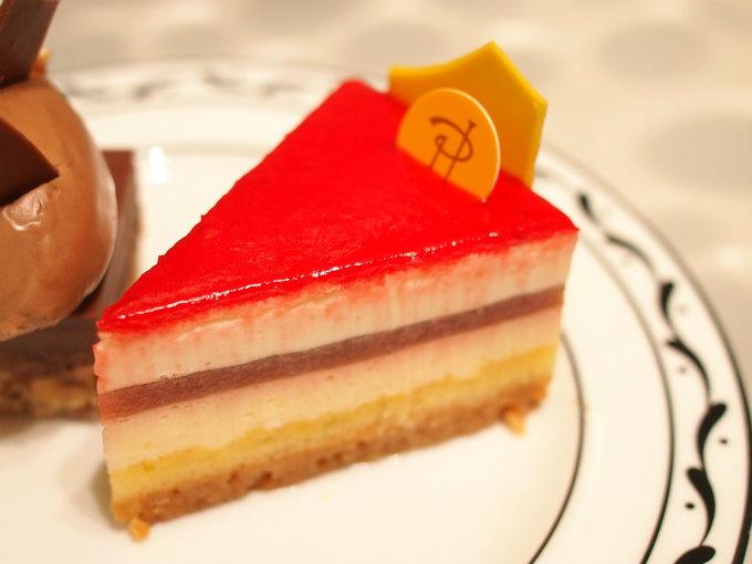 チーズケーキはルバーブなどを使った複雑な味を楽しめる「チーズケーキ セレスト」でした。