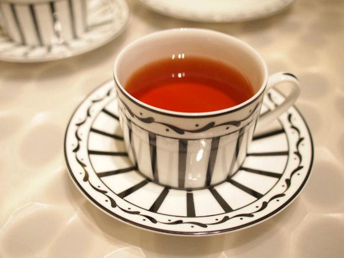 こちらはテ ローズライチ。ダージリンとキームンのブレンドティーにローズとライチのフレーバーを加えた紅茶。