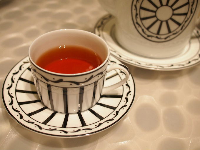 こちらはテ ジャルダン。セイロンティーに柑橘類とジャスミン、スミレ、ローズのフレーバーを付けた紅茶。