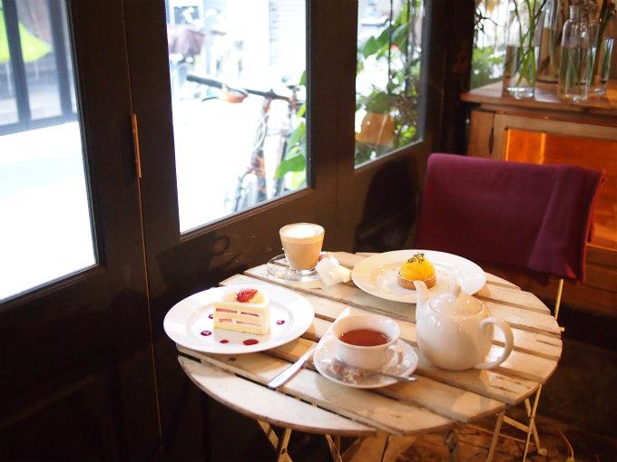 カフェ・オトノヴァの窓際の席