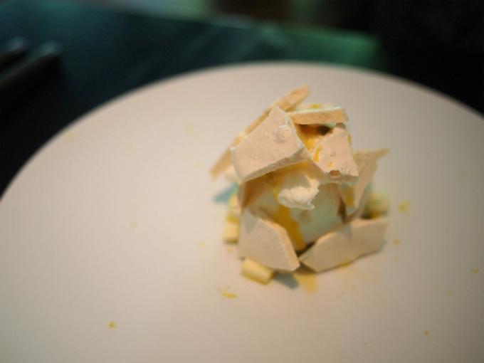 こちらはパッションフルーツのデザート。