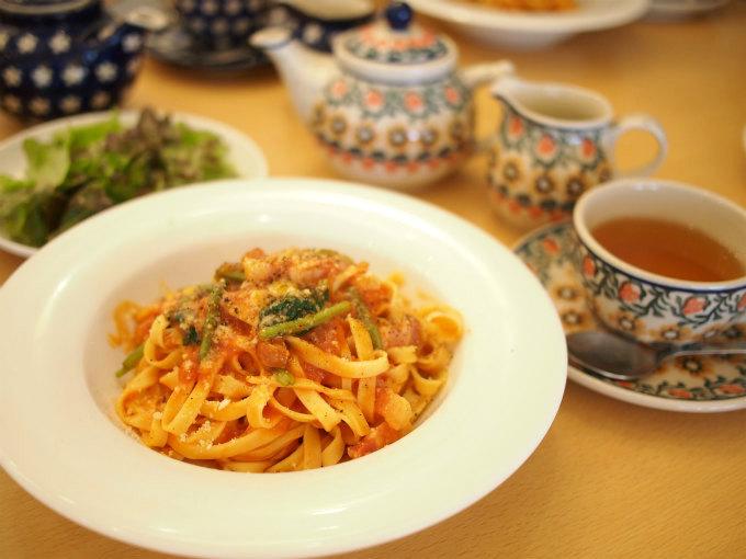 こちらはカフェプランのパスタ「パンチェッタと新鮮野菜のトマトソース」です。