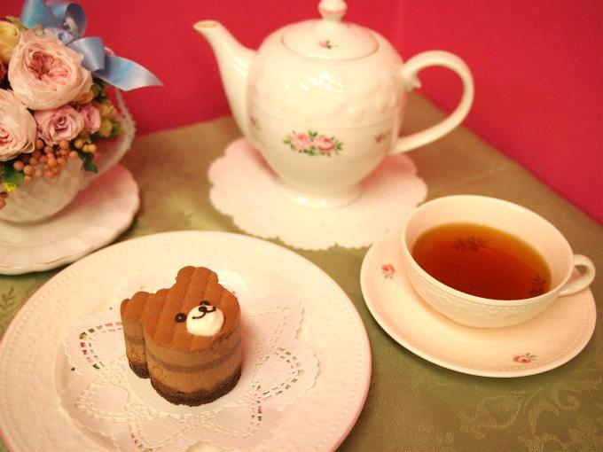 クリオロのクマのチョコレートケーキ「ヌヌース・ジュニア」と紅茶