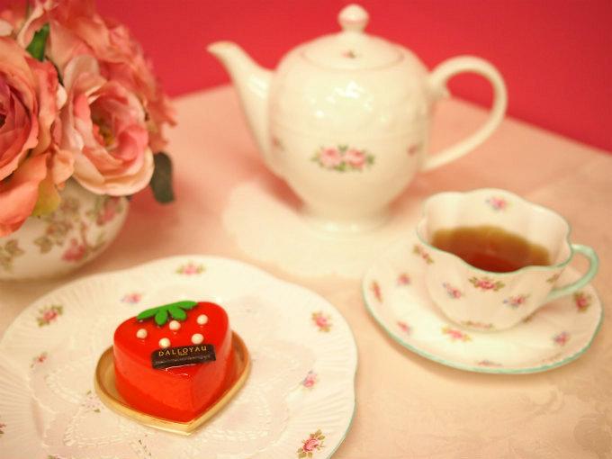 ダロワイヨのイチゴのケーキ「フレーズ クール」と紅茶