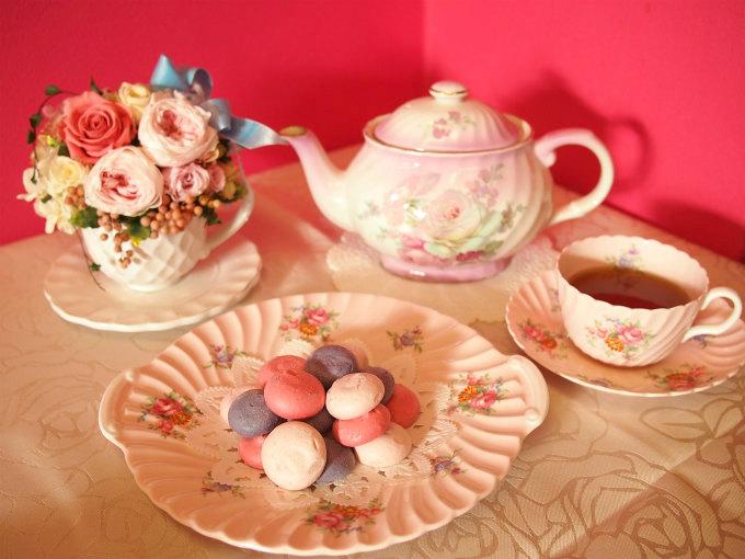 リベルターブルのメレンゲ「ムラング フリュイ ルージュ」と紅茶
