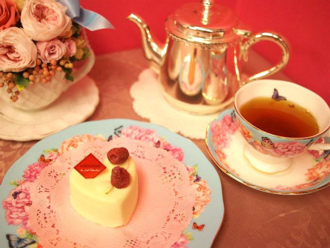 ラ ブティック ドゥ ジョエル・ロブションのホワイトチョコレートのケーキ「ブランブラン」と紅茶