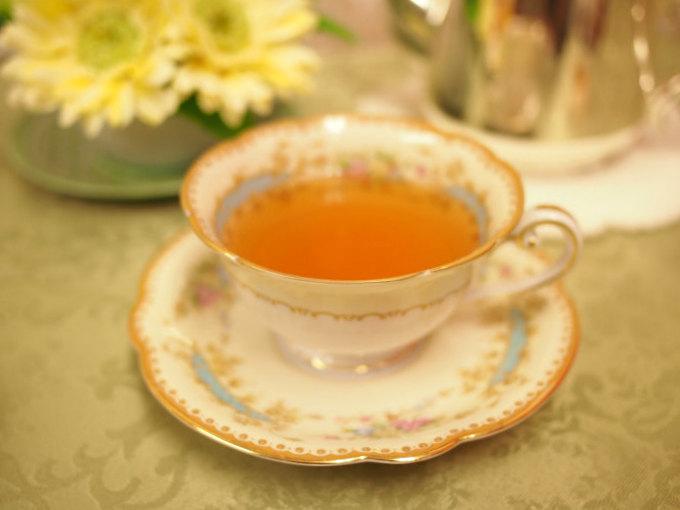 今回は茶葉が大きめのOPサイズのヌワラエリヤだったので、紅茶の水色(すいしょく)が淡い色になりました。