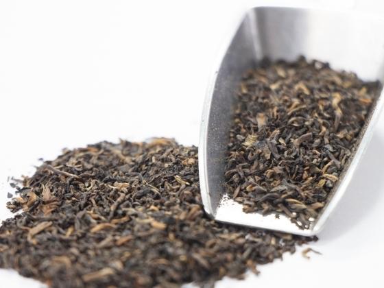 こちらは散茶のプーアル茶。こちらのほうが茶葉を崩す手間がないので便利です。