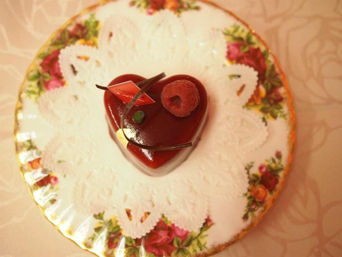 ルージュはハートの形をしたケーキです。
