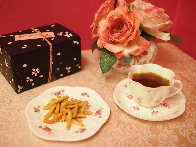 浅草 小桜のかりんとう「ゆめじ(細口」と紅茶