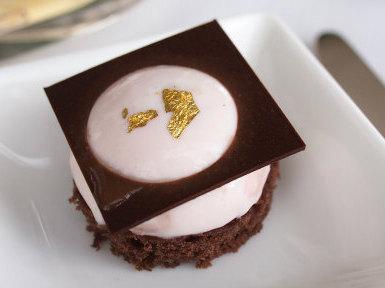 グァバのムース。グァバとチョコレートがマッチしてました。