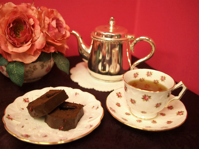 パッション ドゥ ローズのパウンドケーキと紅茶