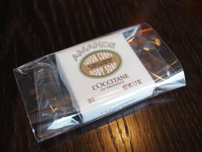 お土産のロクシタンのソープ。小さくてもおみやげ付きは嬉しいです。