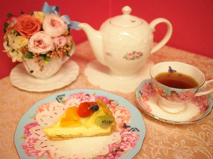 アラボンヌーのフルーツタルトと紅茶